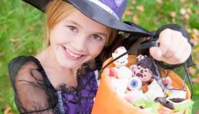 070_Treat_Treaty_Girl_Halloween_Candy_Thinkstk_84513553