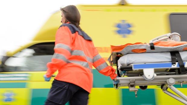 shutterstock_134843513_paramedic_ambulance_620px