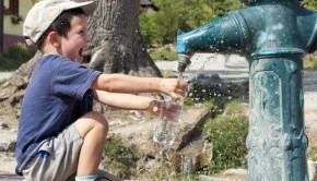 shutterstock_152432513_boy_with_fountain_620px