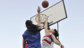 shutterstock_64926682_women_competitive_basketball_620px