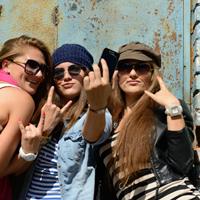 shutterstock_153278603_group_teenage_girls_200px